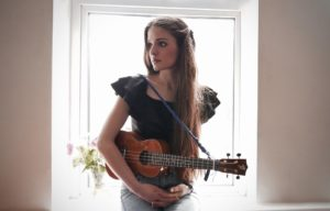 Violetta Zironi apre il concerto di Alvaro Soler